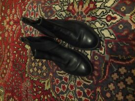 Chelsea Boots VG Condition, size 8