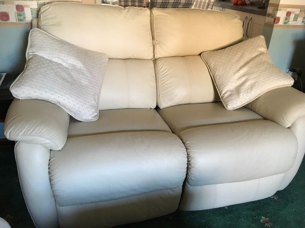 3 + 2 seater cream leather sofa 3 seater is electric recliner 2 seater  manual recliner 3 years old. | in Diss, Norfolk | Gumtree