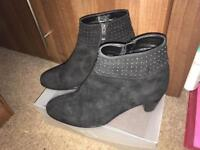 Are black ankle boots size 6