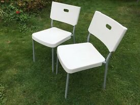 **2 x Ikea chairs, plastic seat, metal frame**