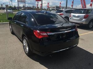 2012 Chrysler 200 Loaded; Leather, Roof, Navi, Back-Up Camera an London Ontario image 3