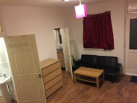 1 Bed contemporary Studio for rent - All bills included - 5 Mins to town centre
