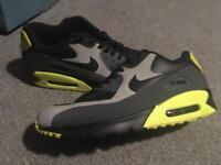 Size 11 men's Nike air max 90s