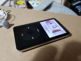 Apple iPod Classic 80 Gb with Headphones and cable