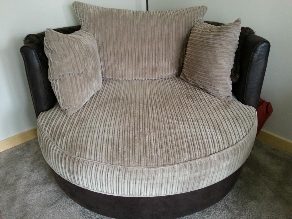 2 Swivel Cuddle Chairs Excellent Condition In Milton