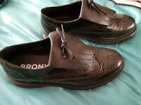 Bronx leather brogue shoes size 8 new