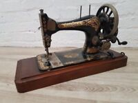 Singer Hand Crank Sewing Machine (DELIVERY AVAILABLE)