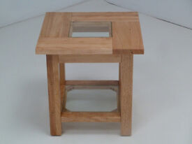 BRAND NEW BOXED NATURAL SOLID WOOD END SIDE LAMP TABLE WITH CLEAR GLASS & SHELF WOODEN