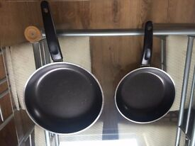 Set of 2 frying pans