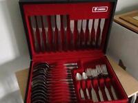 Oneida Antares 44piece Canteen of Cutlery