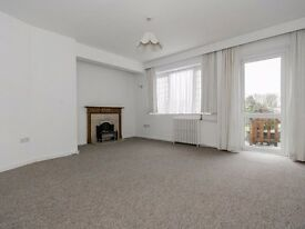 Large 2 double bed ground floor maisonette, private garden very close to Woodside Park Tube Station