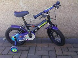 Apollo moonman bicycle with stabilisers