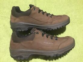 Scarpa Cyrus GTX, uk size 10.5 waterproof gortex walking shoe.
