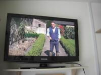 "TV Samsung 30"" in very good condition - Black."