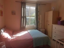 Large Bright Double/ Twin Room in East Acton Avail Now