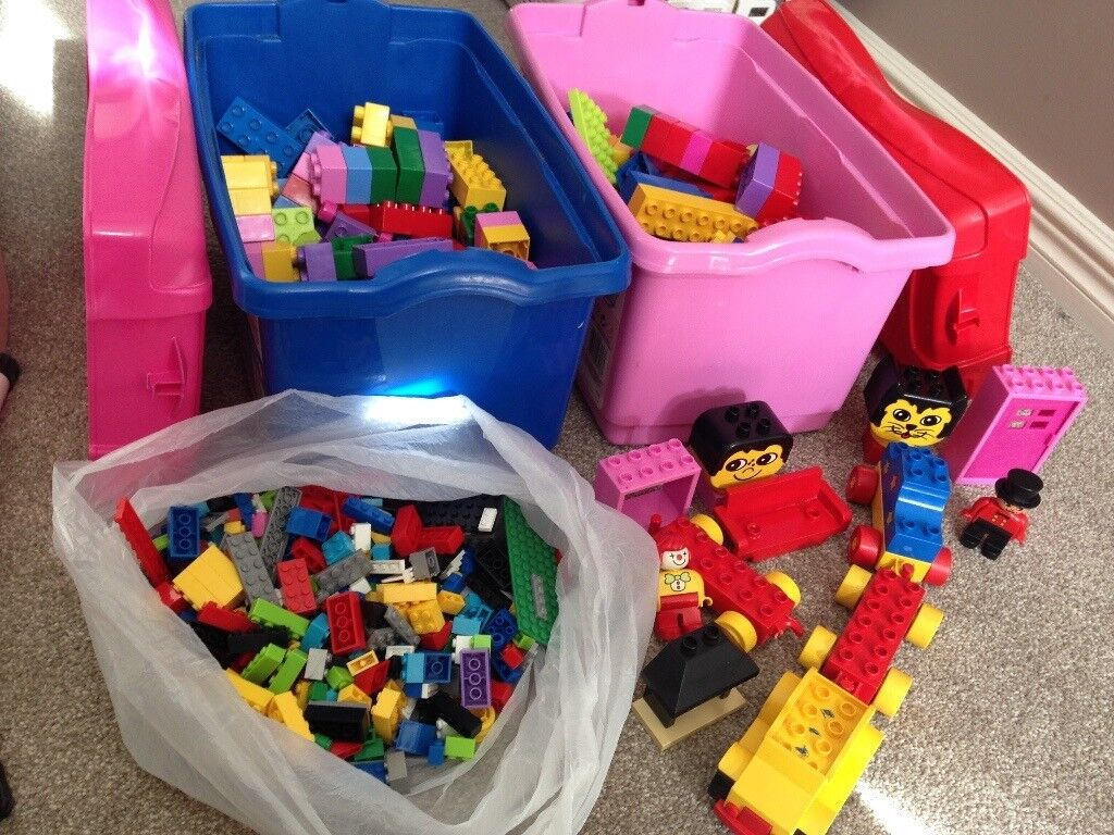 2 xbox duplo and small bag of lego and extras
