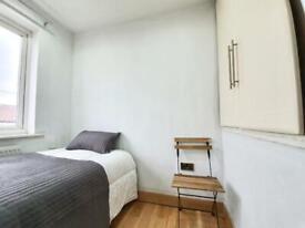 RENT SINGLE Room Address: Hillside Gardens, Barnet EN5 2NH