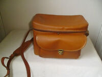 TAN LEATHER CAMERA BAG WITH SHOULDER STRAP
