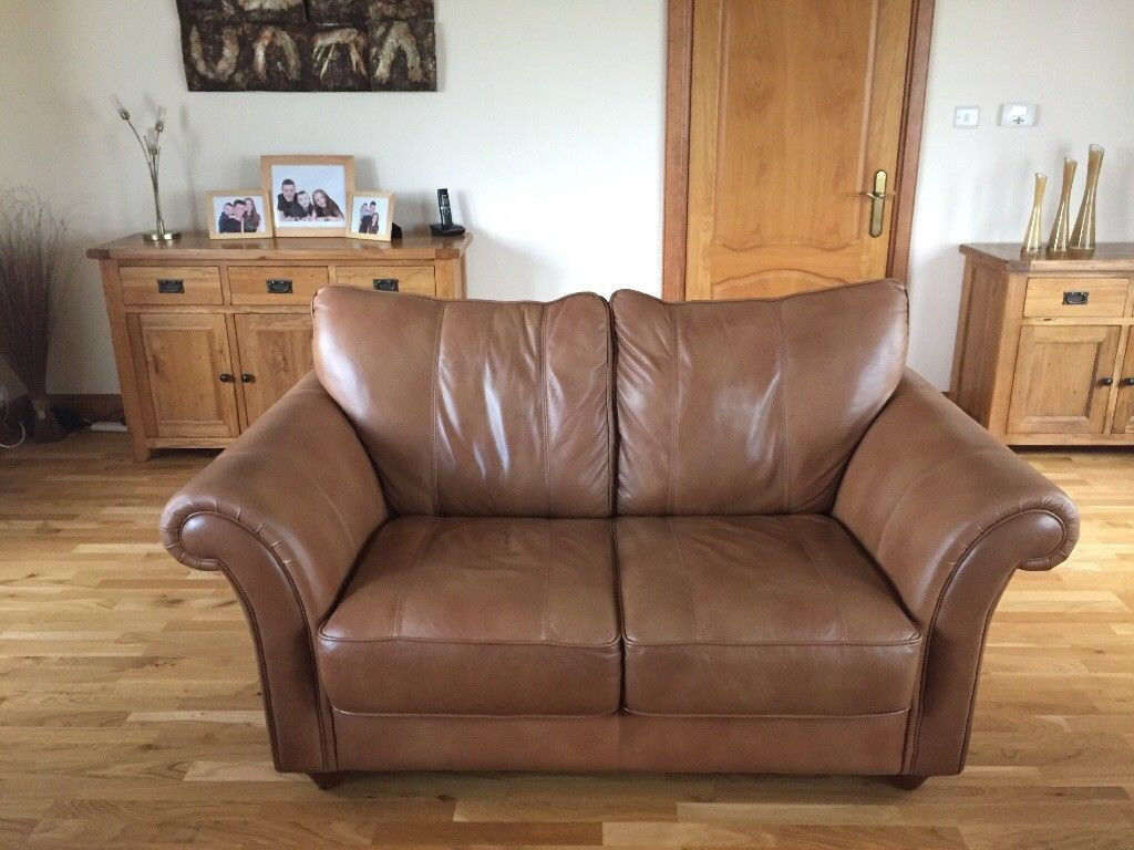 £450 NEW FIXED PRICE REDUCTION *** Three Piece Leather Suite ** * BARGAIN TO BE HAD *