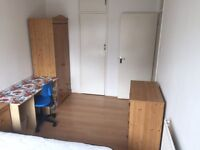 huge double room to rent,in a clean flat share,next tube station CANADA WATER se16
