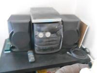 Mini hi-fi system with record deck