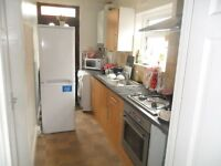 double room to let in West Reading within walking distance to town-PARKING RENT INCLUDES BILLS WIFI