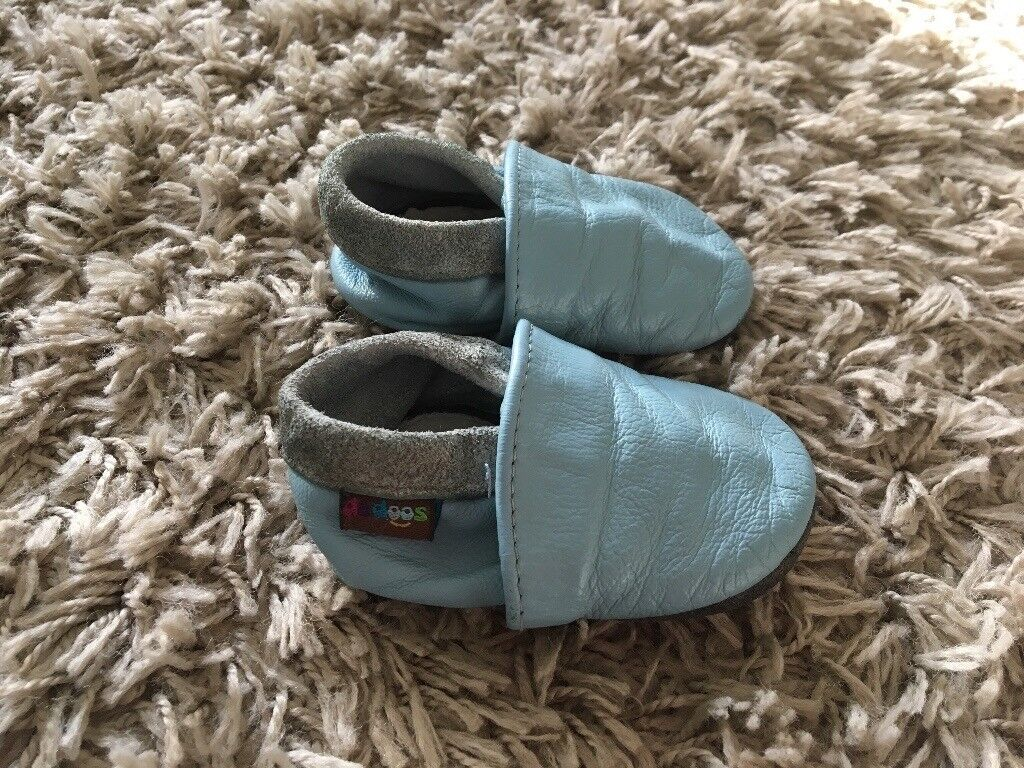 Baby soft leather booties 6-12months