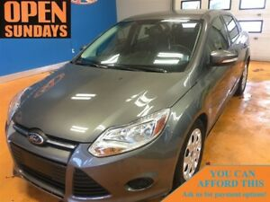 2014 Ford Focus SE! SUPER LOW KM'S! HEATED SEATS CRUISE! A/C !