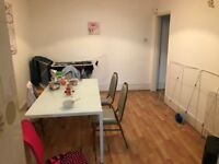 Nice twin room in zone 2. Close to stations. Bill incl