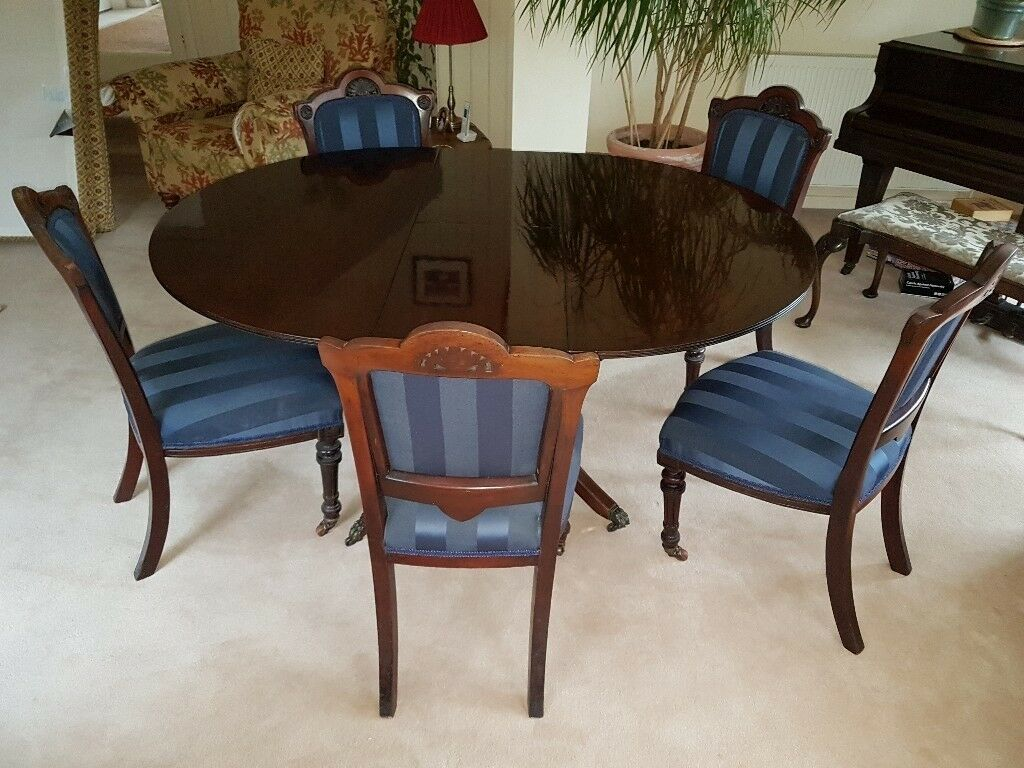 Mahogany dining table and 5 chairs pre-owned and in good condition