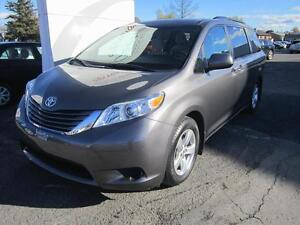 2016 Toyota Sienna LE V6 8 Passagers