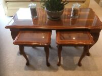 Coffee table with two side tables under perfect condition
