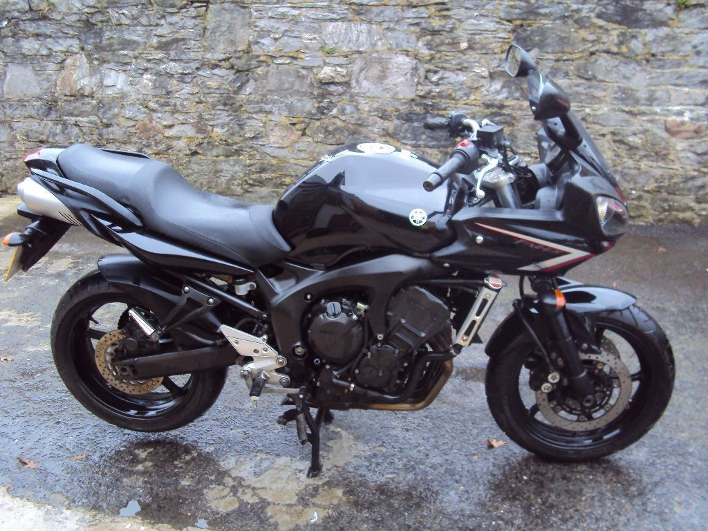 yamaha fz6 fazer 600 2008 s2 black only 11700 miles in. Black Bedroom Furniture Sets. Home Design Ideas