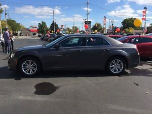 2015 CHRYSLER 300 TOURING - PANORAMIC SUNROOF, LEATHER HEATED SE Windsor Region Ontario image 2