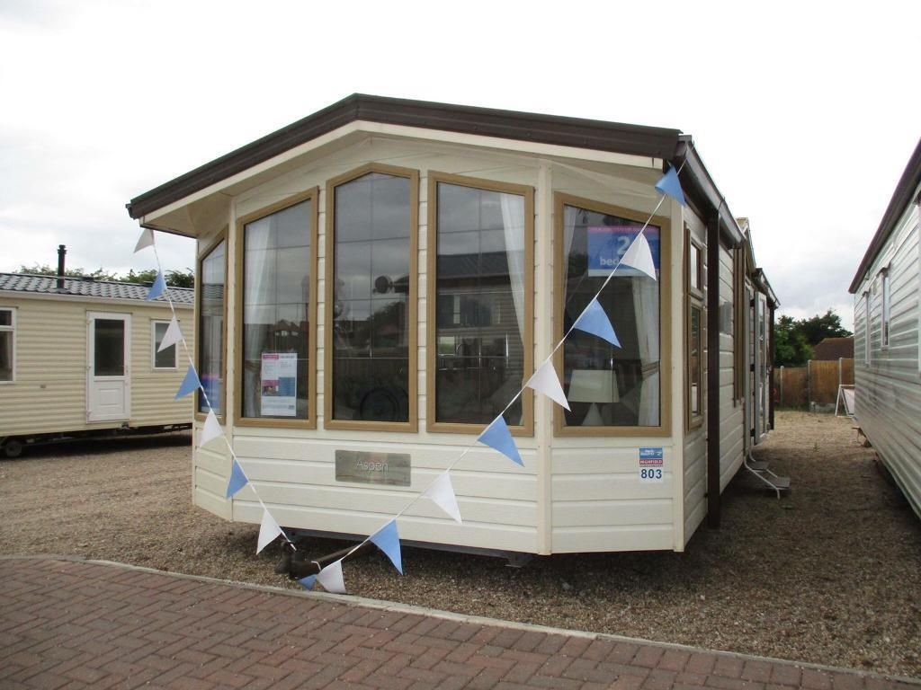 Beautiful caravan / holiday home for sale! *no pitch fees until 2019* by the beach, Clacton, Essex