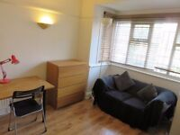 Very Large Bright Double Room in a female flat share moments from Surbiton Station
