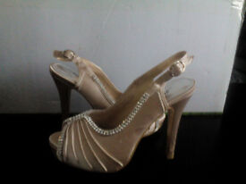 Warehouse clearance-NEW Women shoes size 3
