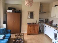 FURNISHED STUDIO FLAT/ 2 PEOPLE WELCOME/ STUDENTS PREFERRED