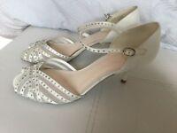 Jenny Packham & 'No.1' Ivory Laila Diamanté Satin Bridal shoes in size 7.