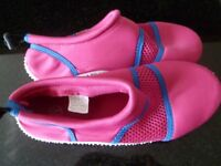 Girls Wetsuit boots size 1.5