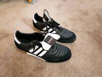 Men's football trainers