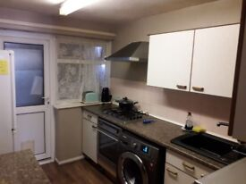 Well furnished single room to rent in a house - walking distance from Train Station