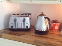 Deloghi toaster and kettle