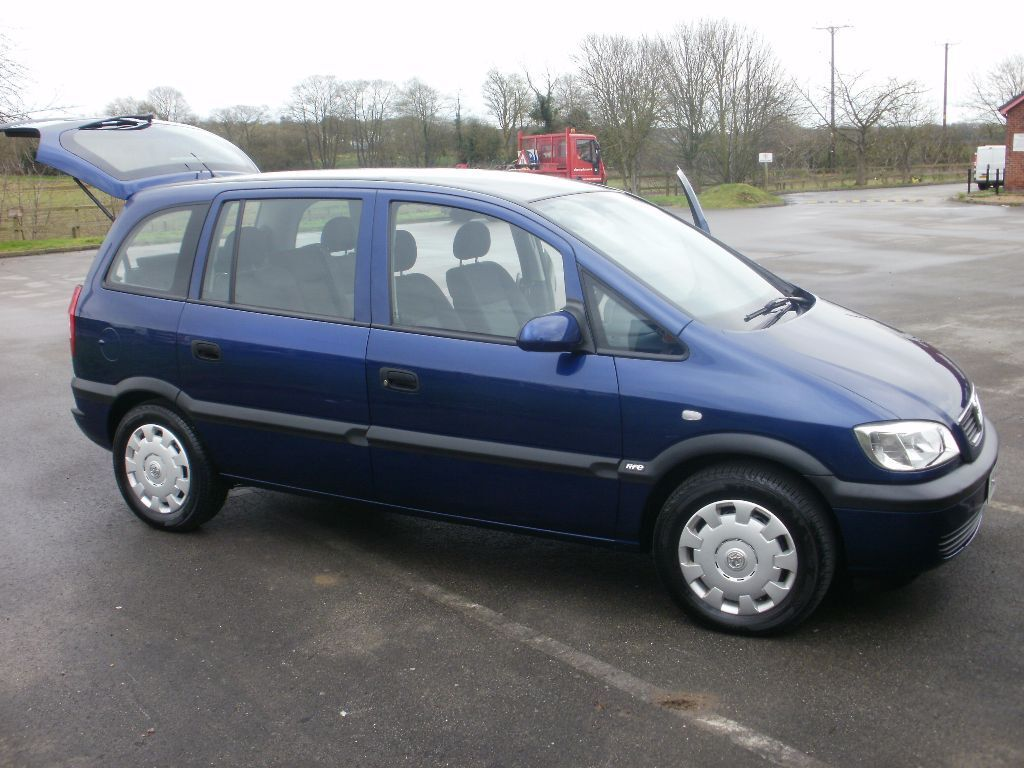 2004 vauxhall zafira life blue 1 6 petrol 27 000 miles with history mpv 7 seater in saxilby. Black Bedroom Furniture Sets. Home Design Ideas