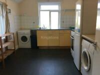 3 bedroom flat in Mackintosh Place, Roath, Cardiff, CF24 4RQ