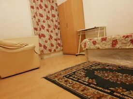 Large Room for Single Person, £100/Week, Near Upton Park,East Ham,Stratford Station.