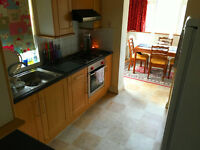 Massive 5 bedroom house with garden, lounge and conservatory 2 min to Seven Kings Station !