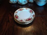 Royal Albert Old Country Rose dinner plates English in good condition .6 large plates