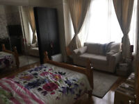 @@ 3 bedroom ground floor apartment with high quality laminated flooring, new double glazing @@