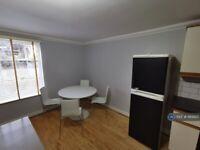 1 bedroom flat in Belmont Hill, London, SE13 (1 bed) (#1169925)